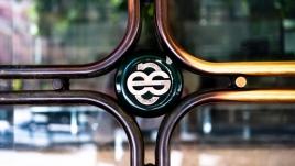 Lisboa , 23/08/2014 - Transição da imagem do BES para NOVO BANCO. Os Balcões do BES já começam a ter publicidade e a imagem relativa ao NOVO BANCO. (Gonçalo Villaverde / Global Imagens)